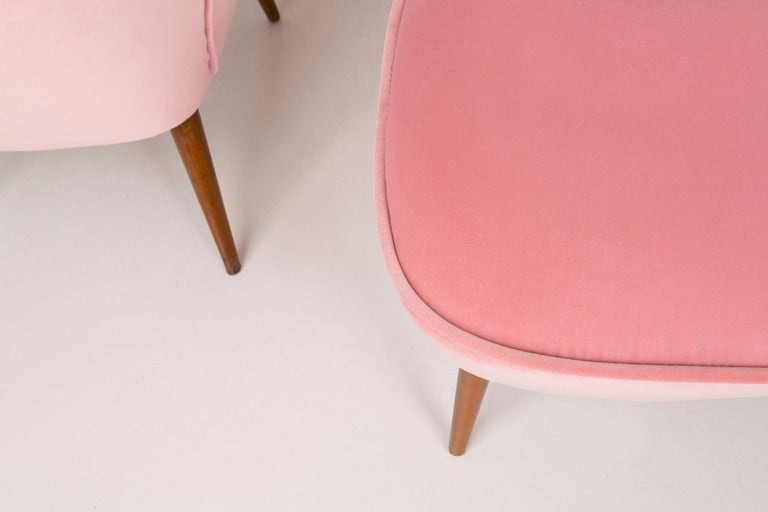 Pair of German Midcentury Baby Pink Velvet Club Armchairs, 1960s For Sale 2