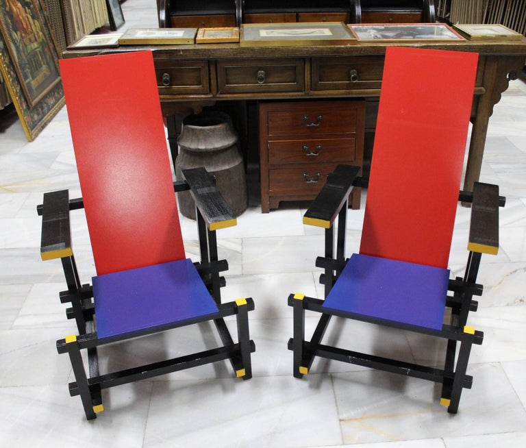 Replica of Gerrit Rietveld, 1917 The red blue chair. A design he modified to resemble Piet Mondrian's paintings when he came into contact with the artist's work in 1918. In 1917 Rietveld joined the De Stijl movement, in 1919, becoming one of its