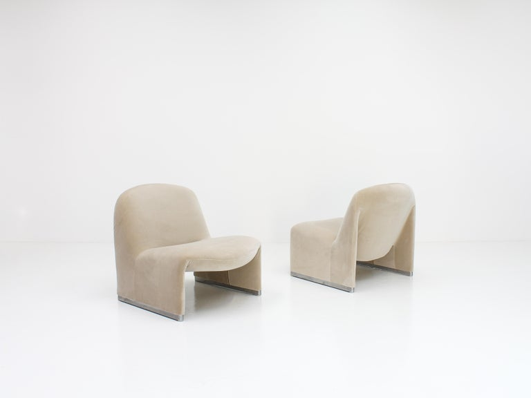 """Pair of Giancarlo Piretti """"Alky"""" Chairs in New Velvet, Artifort, 1970s For Sale 3"""