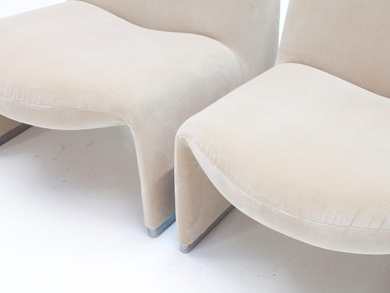 """Pair of Giancarlo Piretti """"Alky"""" Chairs in New Velvet, Artifort, 1970s For Sale 4"""