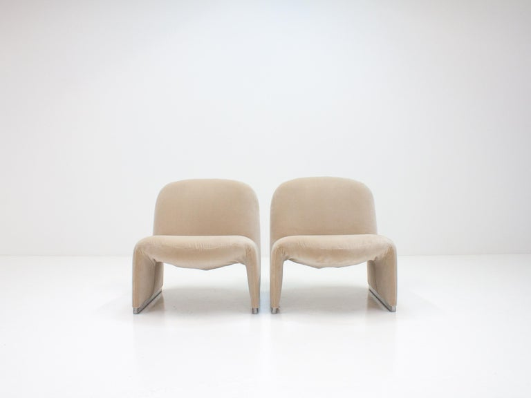 """Pair of Giancarlo Piretti """"Alky"""" Chairs in New Velvet, Artifort, 1970s For Sale 5"""