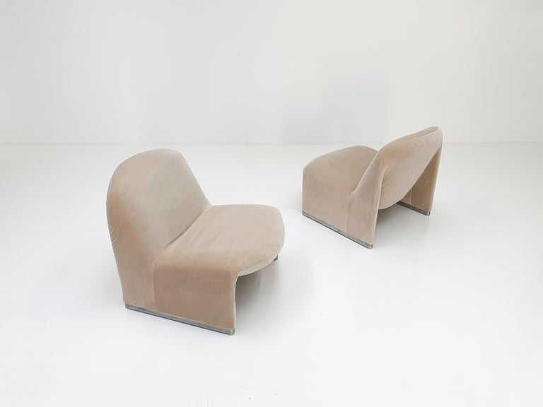 """20th Century Pair of Giancarlo Piretti """"Alky"""" Chairs in New Velvet, Artifort, 1970s For Sale"""