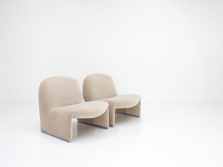 """Steel Pair of Giancarlo Piretti """"Alky"""" Chairs in New Velvet, Artifort, 1970s For Sale"""