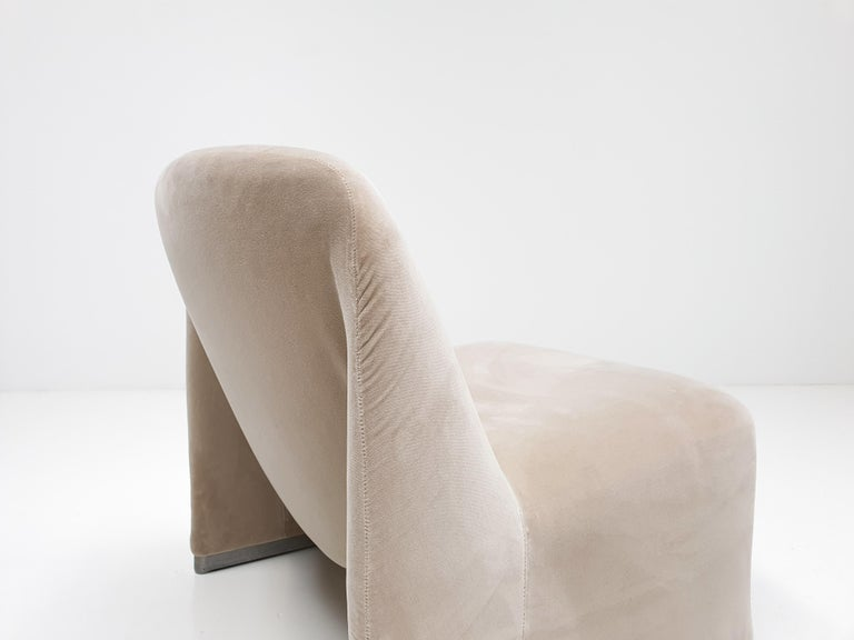 """Pair of Giancarlo Piretti """"Alky"""" Chairs in New Velvet, Artifort, 1970s For Sale 1"""