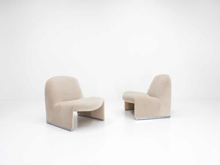 """Pair of Giancarlo Piretti """"Alky"""" Chairs in New Velvet, Artifort, 1970s For Sale 2"""