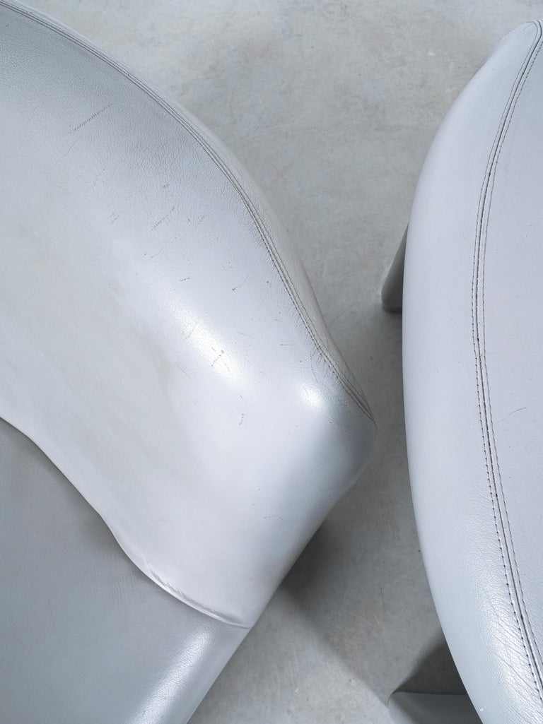 """Pair of Giancarlo Piretti """"Alky"""" Grey Leather Chairs, Castelli, 1969 For Sale 3"""