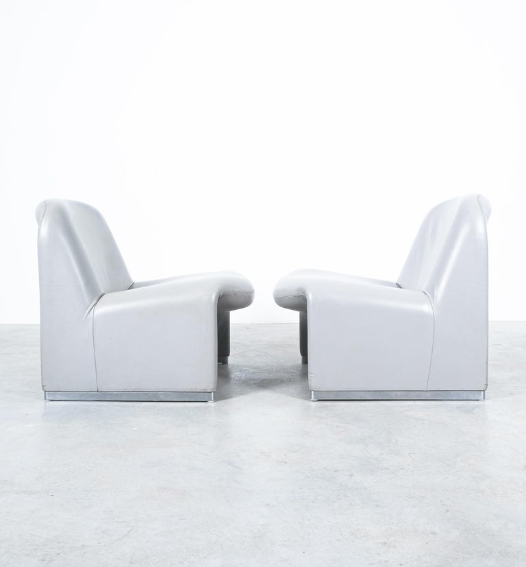 """Mid-Century Modern Pair of Giancarlo Piretti """"Alky"""" Grey Leather Chairs, Castelli, 1969 For Sale"""