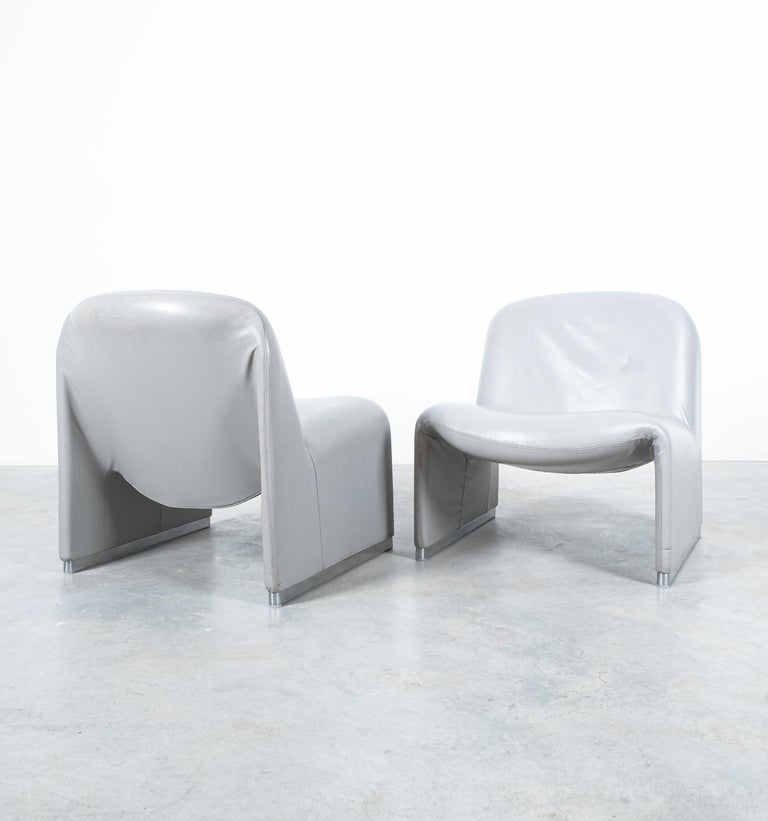 """Pair of Giancarlo Piretti """"Alky"""" Grey Leather Chairs, Castelli, 1969 In Good Condition For Sale In Vienna, AT"""
