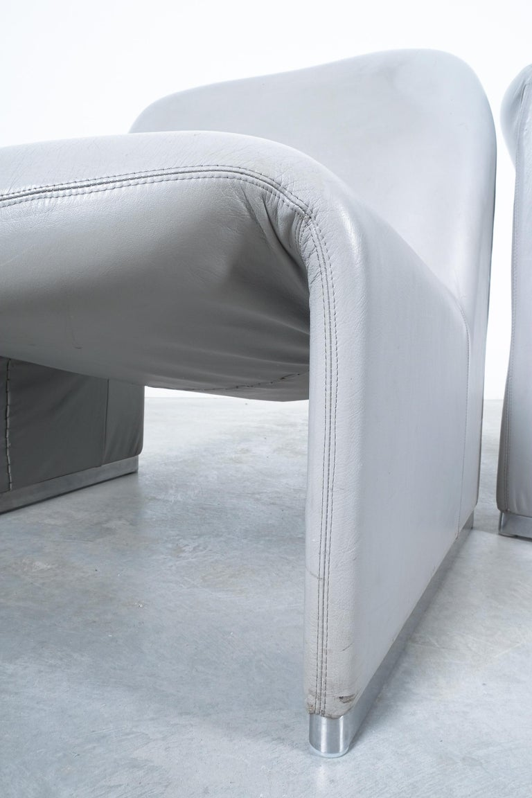 """Mid-20th Century Pair of Giancarlo Piretti """"Alky"""" Grey Leather Chairs, Castelli, 1969 For Sale"""