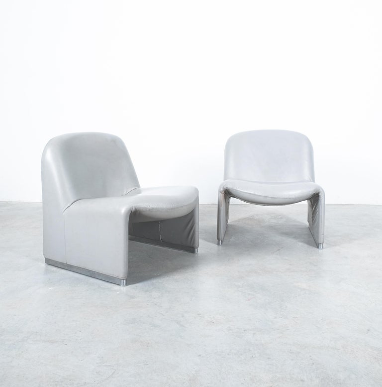 """Aluminum Pair of Giancarlo Piretti """"Alky"""" Grey Leather Chairs, Castelli, 1969 For Sale"""