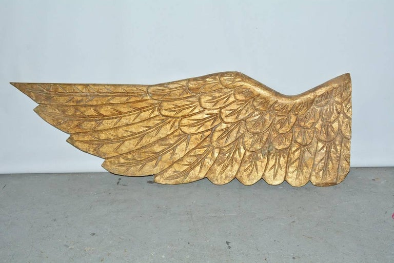 Pair of large and very impressive angel wings. Perfect as wall decoration, sculpture en relief. 48