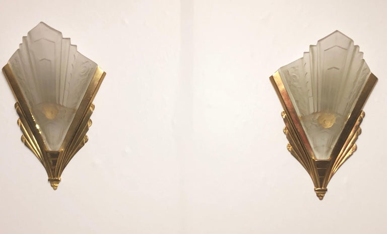 Pair of Gilt Brass and Glass Wall Sconces, Art Deco Style, France, circa 1970s For Sale 3