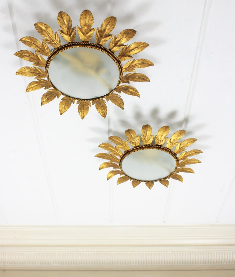 Spanish Midcentury Pair of Gilt Metal Sunburst Flower Light Fixtures or Mirrors In Good Condition For Sale In Barcelona, ES