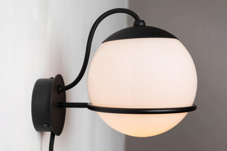 Mid-Century Modern Pair of Gino Sarfatti Model 237/1 Wall Lamps in Black For Sale