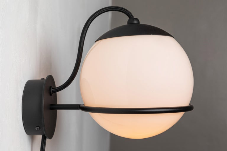 Italian Pair of Gino Sarfatti Model 237/1 Wall Lamps in Black For Sale