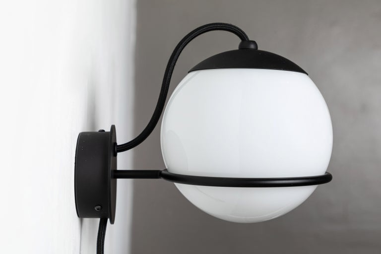 Pair of Gino Sarfatti Model 237/1 Wall Lamps in Black In Excellent Condition For Sale In Glendale, CA