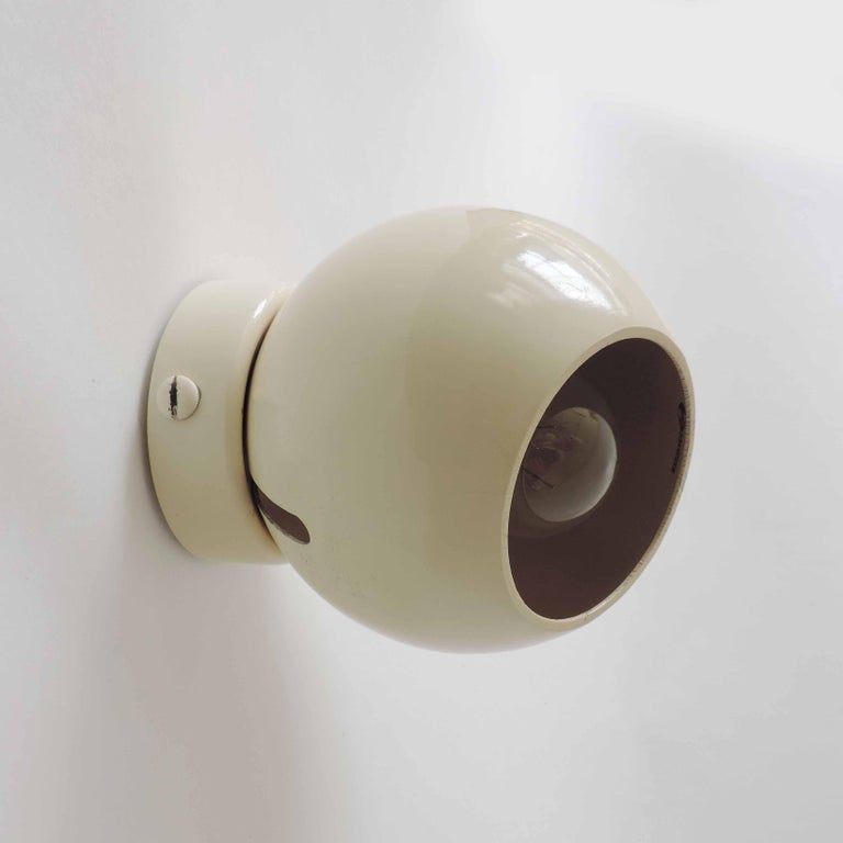 Enameled Pair of Gino Sarfatti Model 586/s Adjustable Wall Lamps in Cream, Italy, 1962 For Sale
