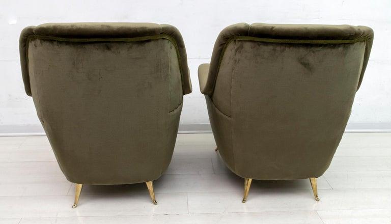 Pair of Gio Ponti Mid-Century Modern Italian Velvet Armchairs for ISA, 1950s In Good Condition For Sale In Cerignola, Italy Puglia