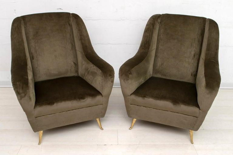 Mid-20th Century Pair of Gio Ponti Mid-Century Modern Italian Velvet Armchairs for ISA, 1950s For Sale