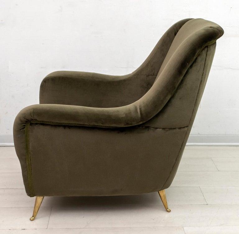 Pair of Gio Ponti Mid-Century Modern Italian Velvet Armchairs for ISA, 1950s For Sale 3