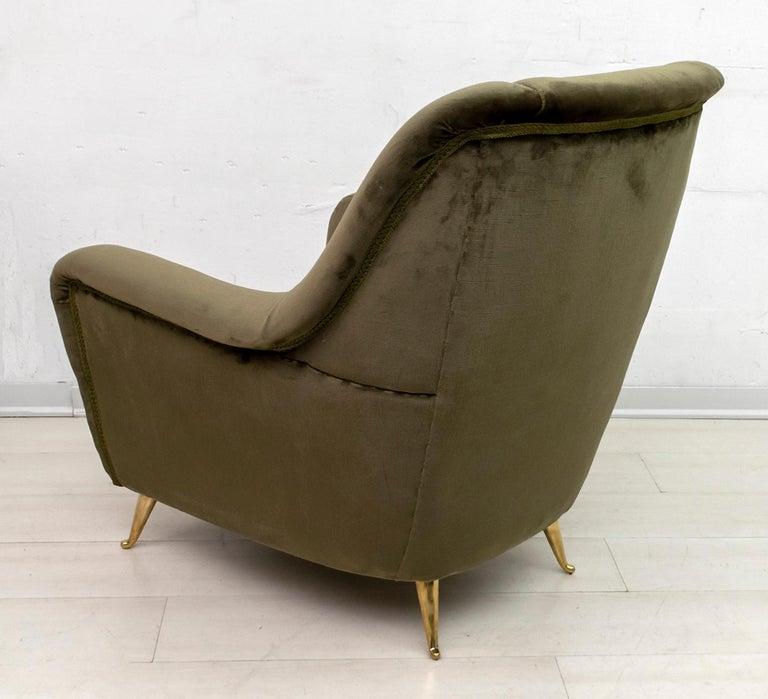 Pair of Gio Ponti Mid-Century Modern Italian Velvet Armchairs for ISA, 1950s For Sale 4
