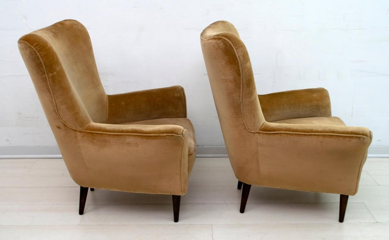 Pair of Gio Ponti Mid-Century Modern Italian Velvet Small Armchairs for ISA In Good Condition For Sale In Cerignola, Italy Puglia