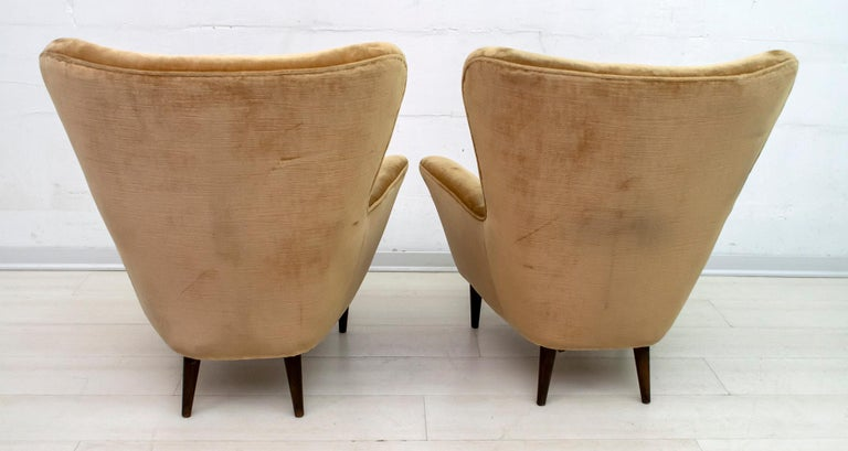 Mid-20th Century Pair of Gio Ponti Mid-Century Modern Italian Velvet Small Armchairs for ISA For Sale