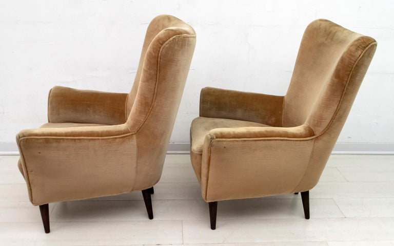 Pair of Gio Ponti Mid-Century Modern Italian Velvet Small Armchairs for ISA For Sale 1