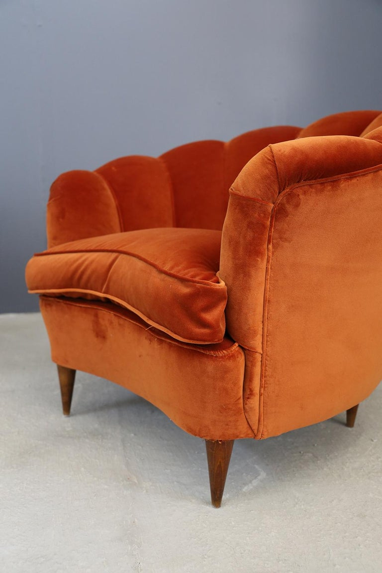 Pair of Gio Ponti shell armchairs Italian, 1940. Wonderful pair of armchairs in the shape of a shell totally restored in dark orange velvet. Wonderful pair of 1940s armchairs completely restored in orange velvet/cooked earth. The armchairs are