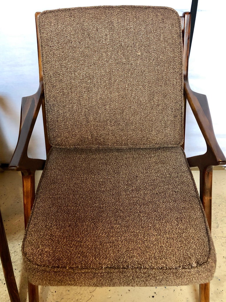 Pair of Gio Ponti Style Mid-Century Modern Rosewood / Walnut Armchairs In Good Condition For Sale In Stamford, CT