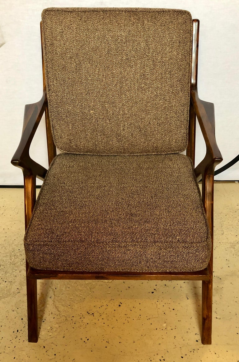 20th Century Pair of Gio Ponti Style Mid-Century Modern Rosewood / Walnut Armchairs For Sale