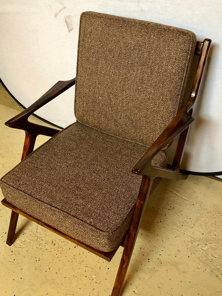 Pair of Gio Ponti Style Mid-Century Modern Rosewood / Walnut Armchairs For Sale 1