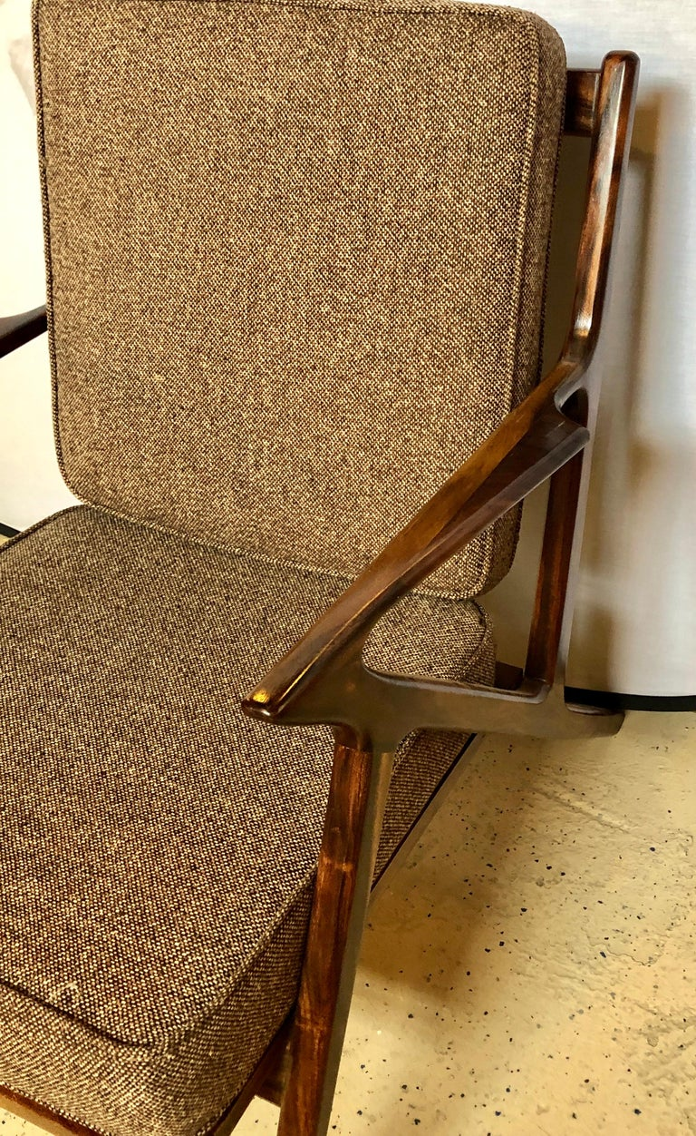 Pair of Gio Ponti Style Mid-Century Modern Rosewood / Walnut Armchairs For Sale 2