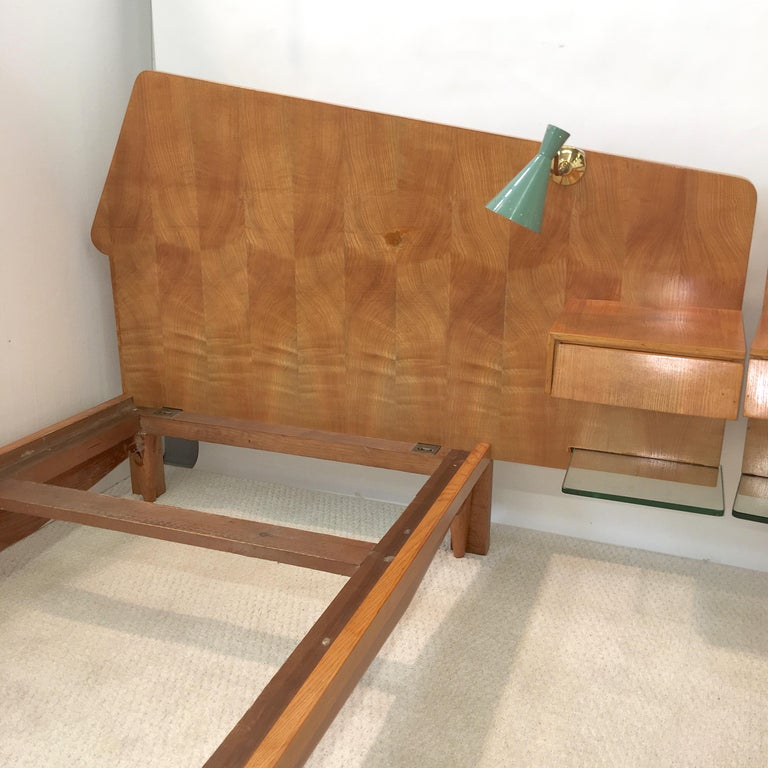 Pair of Gio Ponti Style Twin Beds For Sale 3