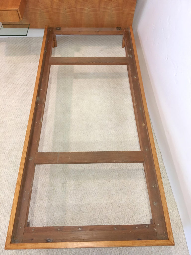 Pair of Gio Ponti Style Twin Beds For Sale 4
