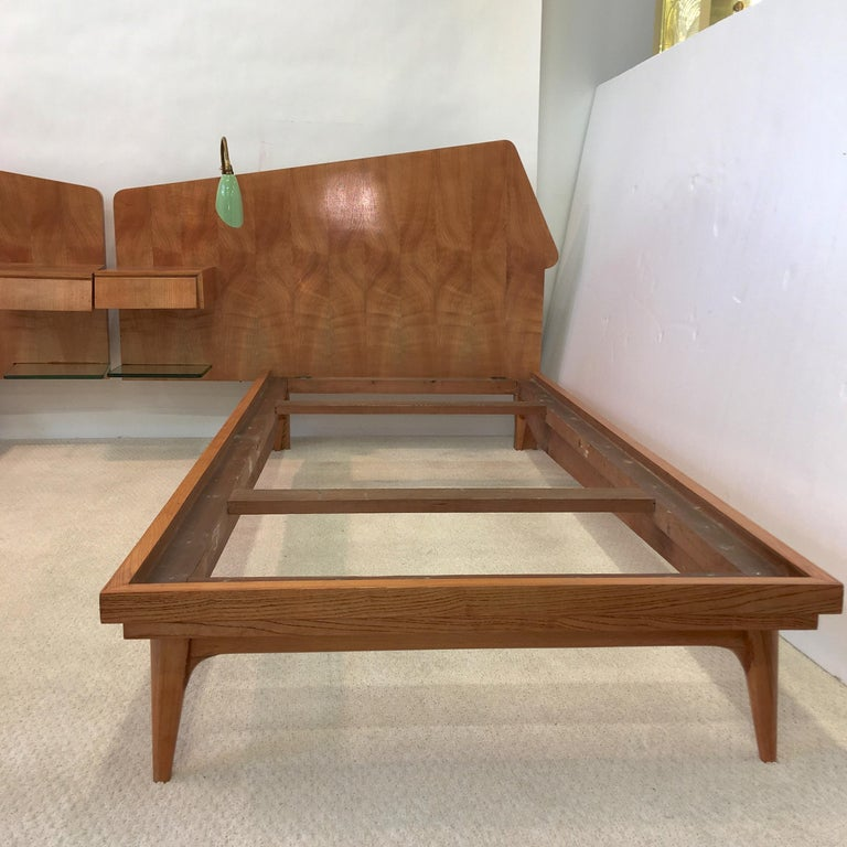 Pair of Gio Ponti Style Twin Beds For Sale 1