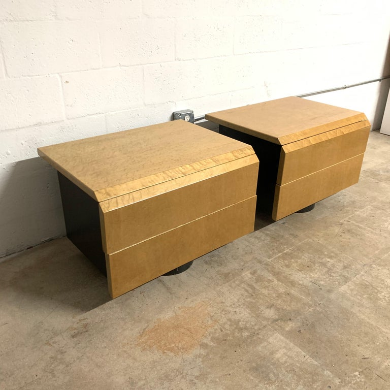 Post-Modern Pair of Giovanni Offredi Postmodern Nightstands or Bedside Tables for Saporiti For Sale