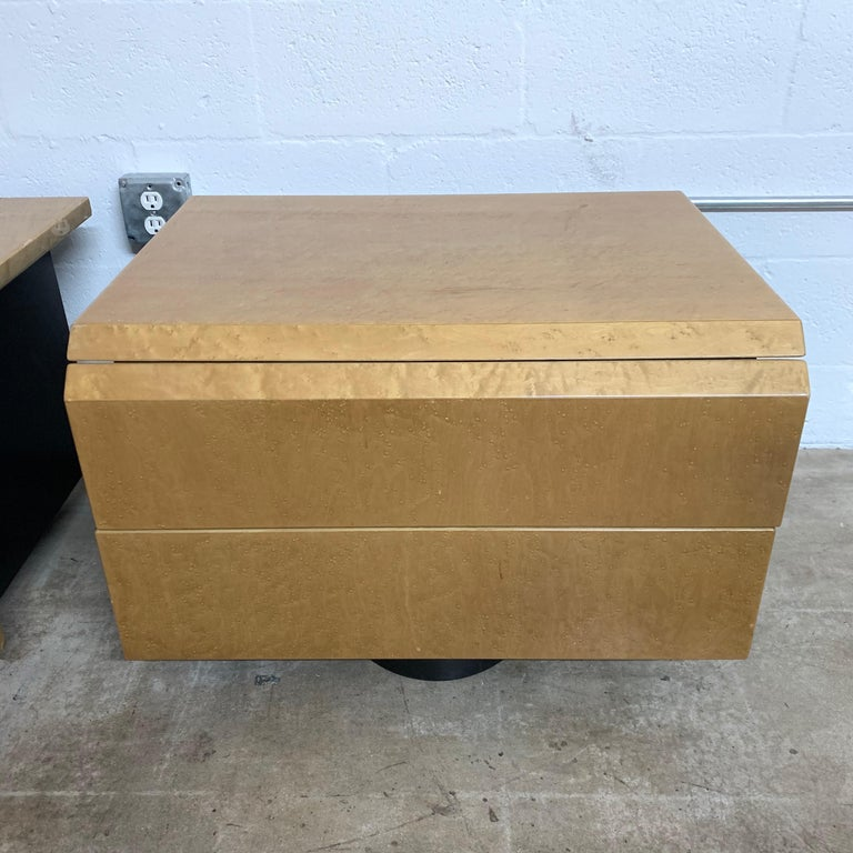 Italian Pair of Giovanni Offredi Postmodern Nightstands or Bedside Tables for Saporiti For Sale