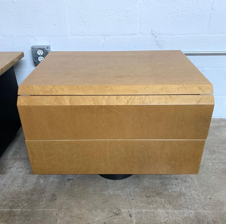 Pair of Giovanni Offredi Postmodern Nightstands or Bedside Tables for Saporiti In Good Condition For Sale In Miami, FL