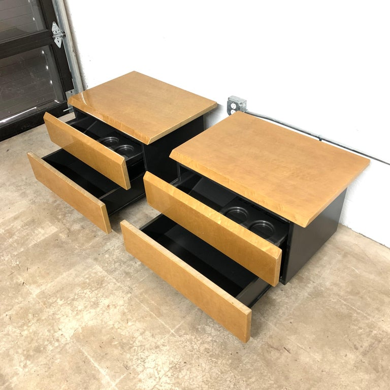 Pair of Giovanni Offredi Postmodern Nightstands or Bedside Tables for Saporiti For Sale 1