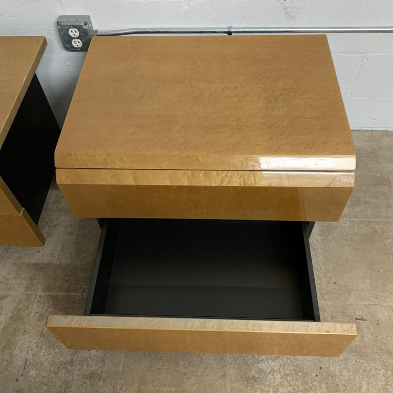 Pair of Giovanni Offredi Postmodern Nightstands or Bedside Tables for Saporiti For Sale 2