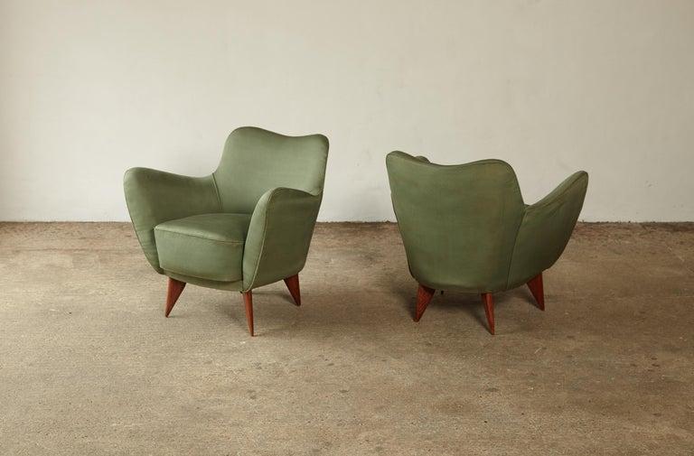 Pair of Giulia Veronesi Perla Armchairs, Green Fabric, ISA Bergamo, Italy, 1950s For Sale 4