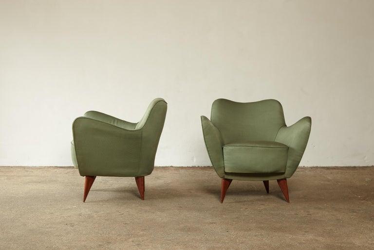 Pair of Giulia Veronesi Perla Armchairs, Green Fabric, ISA Bergamo, Italy, 1950s In Good Condition For Sale In London, GB