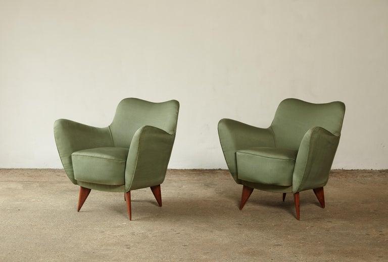 Pair of Giulia Veronesi Perla Armchairs, Green Fabric, ISA Bergamo, Italy, 1950s For Sale 1