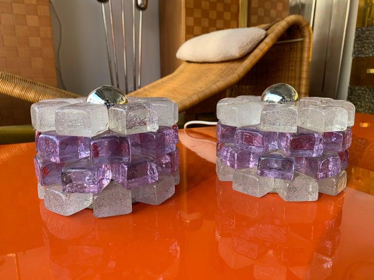 Pair of light purple pink and clear glass cube table or bedside lamps by Poliarte in Verona, a different work from Murano. Famous design like Mazzega, Vistosi, Venini, La Murrina, Aldo Carlo Nason.