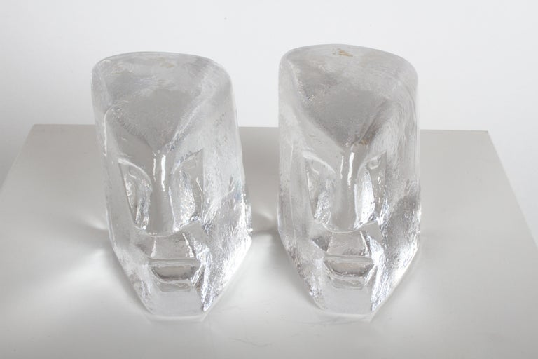 Pair of Glass Face Bookends or Sculptures by Erik Höglund, Sweden, 1960s In Good Condition For Sale In St. Louis, MO