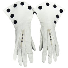 Pair of Gloves in Embroidered White leather - England Circa 1950/1960