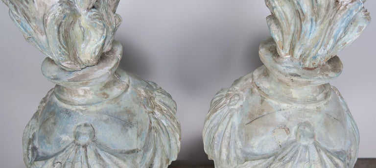 Pair of Grand 19th Century Carved Wood Painted Flamed Finials For Sale 3
