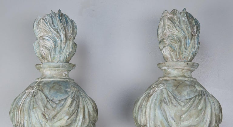 Italian Pair of Grand 19th Century Carved Wood Painted Flamed Finials For Sale