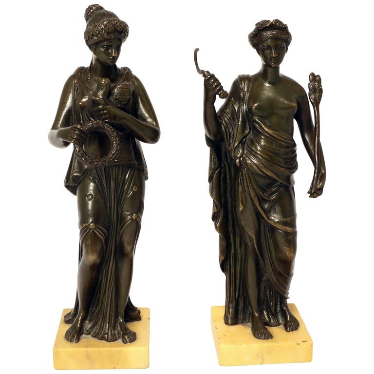 Pair of Grand Tour Bronze Figures after the Antique For Sale